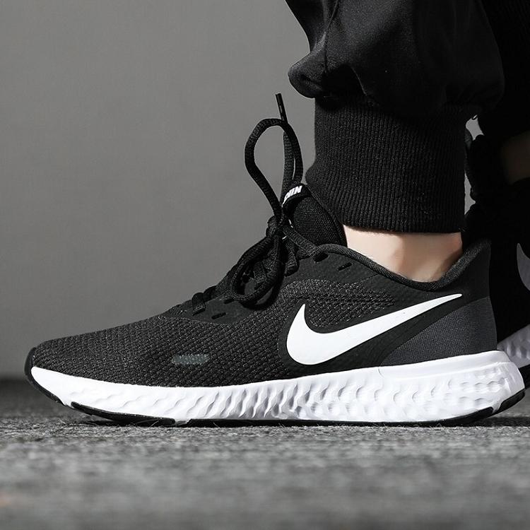 Nike 耐克 女鞋女子低帮 REVOLUTION 5 BQ3207-002